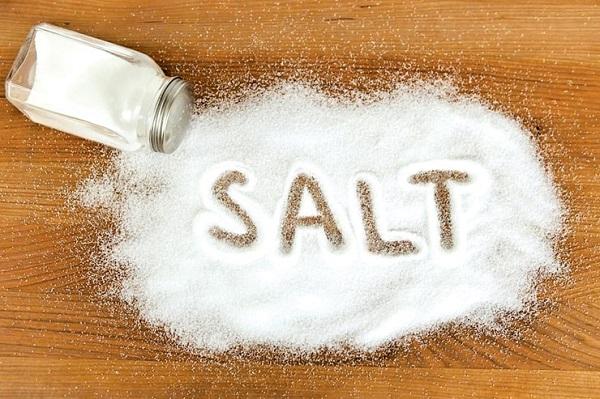 Khi mang thai, mẹ bầu nên hạn chế sử dụng nhiều muối