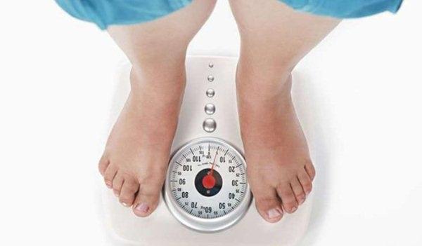 Nhiều mẹ mang thai 8 tuần đã bắt đầu tăng cân nhẹ.