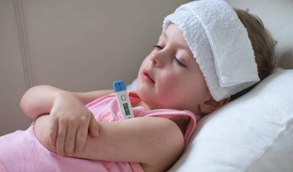 Nguyên nhân khiến trẻ sốt về đêm