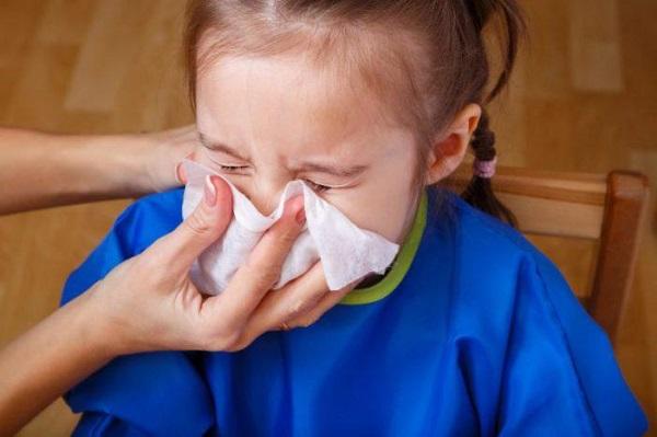 sai lầm cần tránh khi trẻ bị sổ mũi