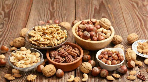 Tăng cường bổ sung các loại hạt dinh dưỡng vào bữa ăn để tăng khả năng thai bám tử cung.