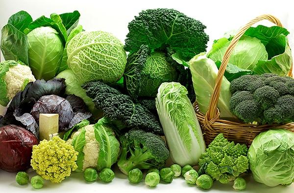 Cải thiện chế độ ăn uống nhiều rau xanh và hoa quả giúp mẹ bầu cải thiện tình trạng táo bón