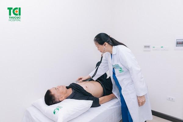 Người bệnh ngộ độc thực phẩm cần đến cơ sở y tế uy tín để được theo dõi và điều trị