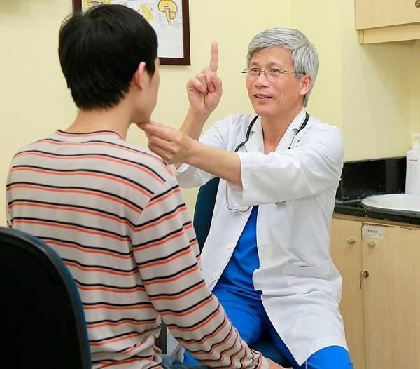 Bị đau nửa đầu bên phải nên khám chuyên khoa nào