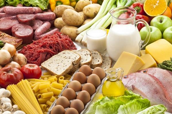 Chế độ dinh dưỡng là yếu tố quan trọng ảnh hưởng đến sự phát triển của thai nhi