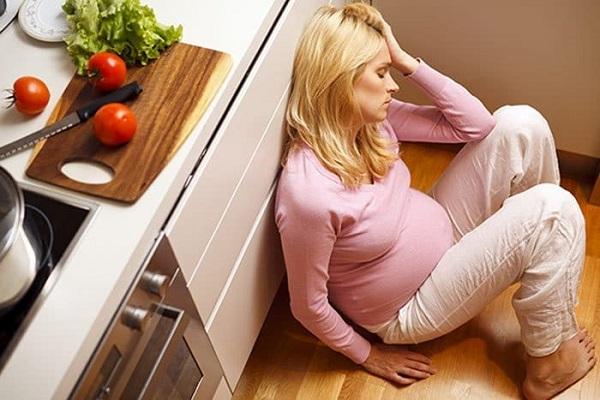 Thiếu máu và thiếu nước là nguyên nhân phổ biến gây nên chóng mặt khi mang thai