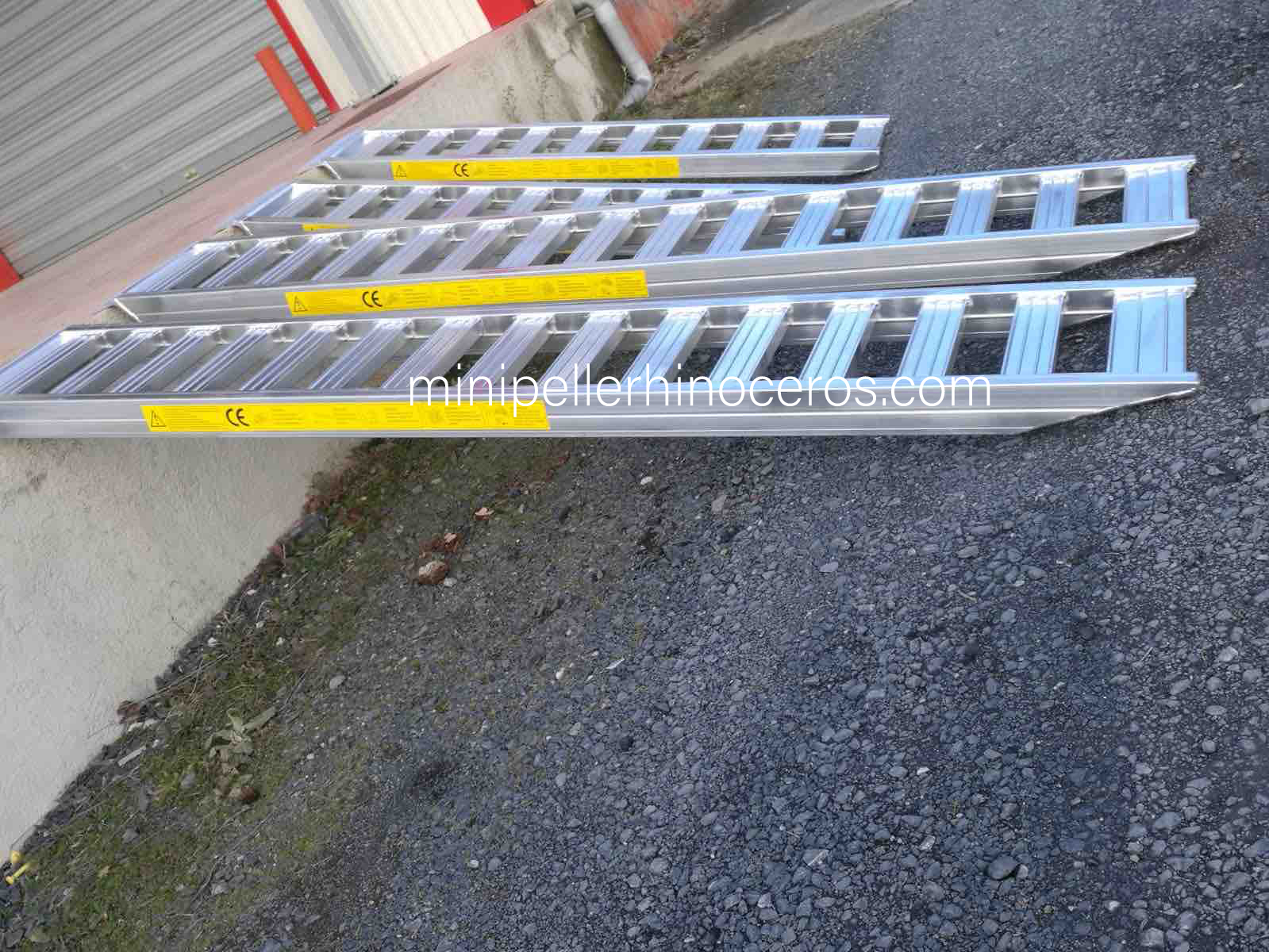 Ejemplo de rampas de aluminio para cargas pesadas
