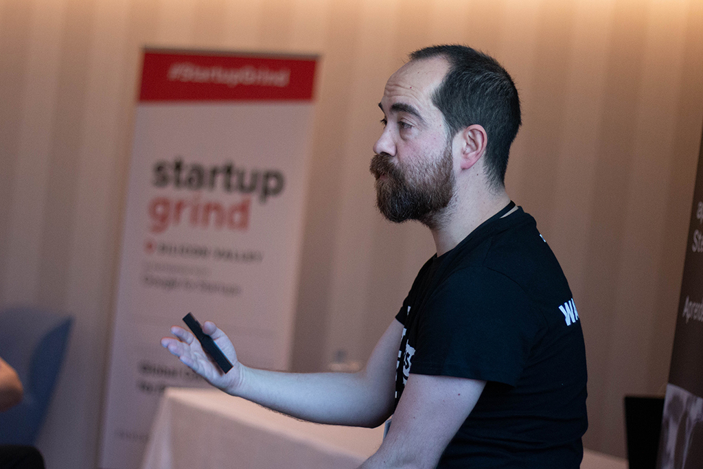 Pablo Rodriguez Gonzalez, CEO de HACK A BOSS, durante una conferencia.