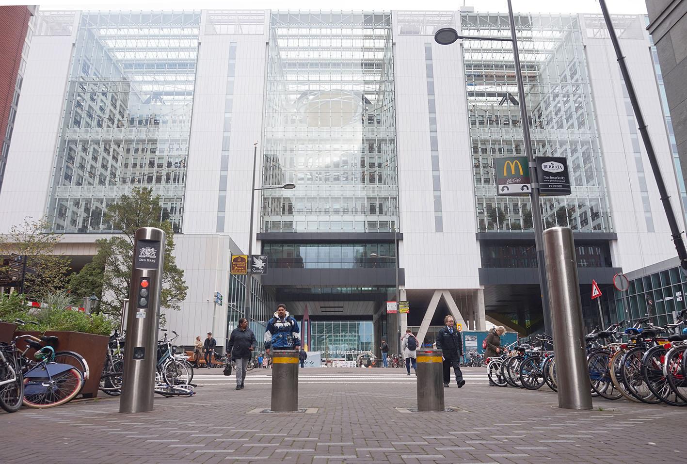 Voetgangersgebied beschermd dankzij MOOV bij het stadshuis in Den Haag