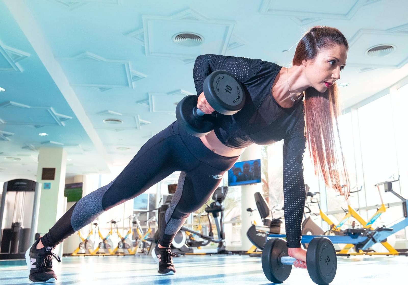 woman lifting weights.