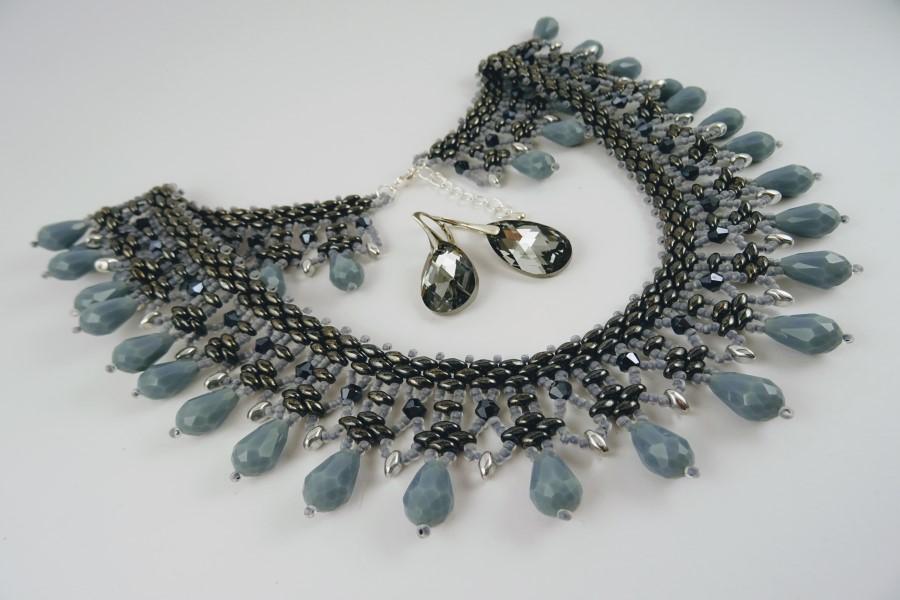 Elegants rotu komplekts, kas sastāv no kaklarotas un auskariem   Agnese Lapiņa