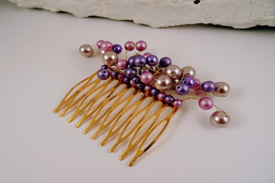 Grezna matu sprādze, kas izgatavota no dažādām stikla pērlēm. Ir pieejamas dažādas krāsas. Rotu māksliniece Agnese Lapiņa.