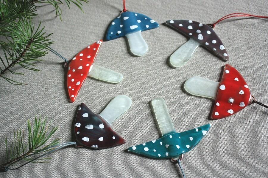 Ziemassvētku mušmires- eglīšu rotājumi   Ledene