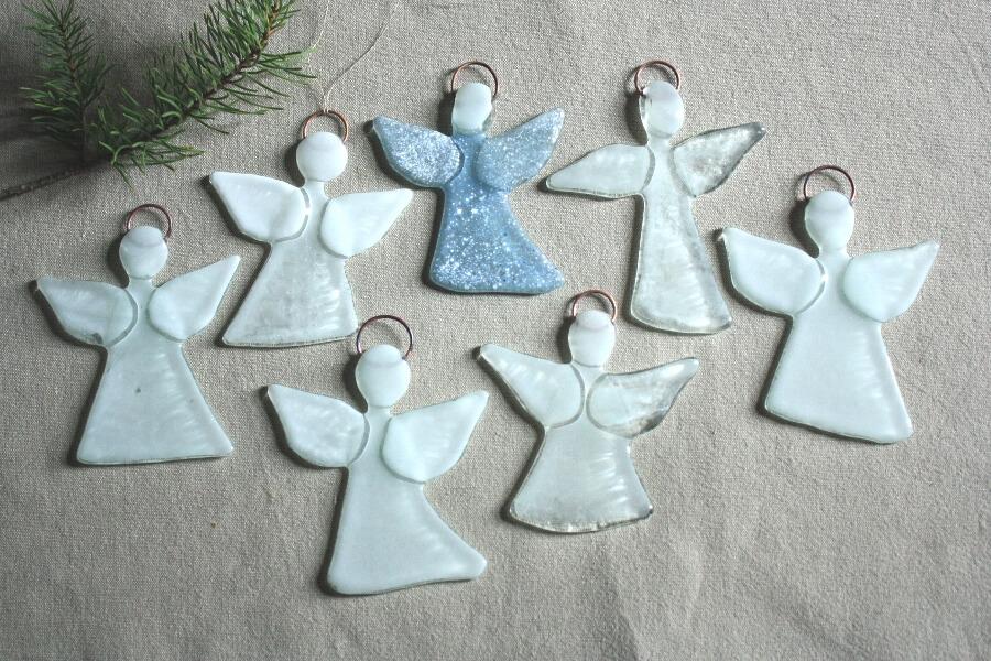 Baltie eņģeļi - eglīšu rotājumi   Ledene