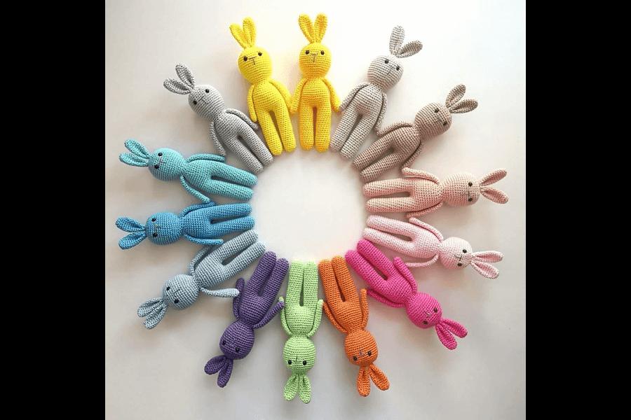 Krāsaini tamborēti zaķi