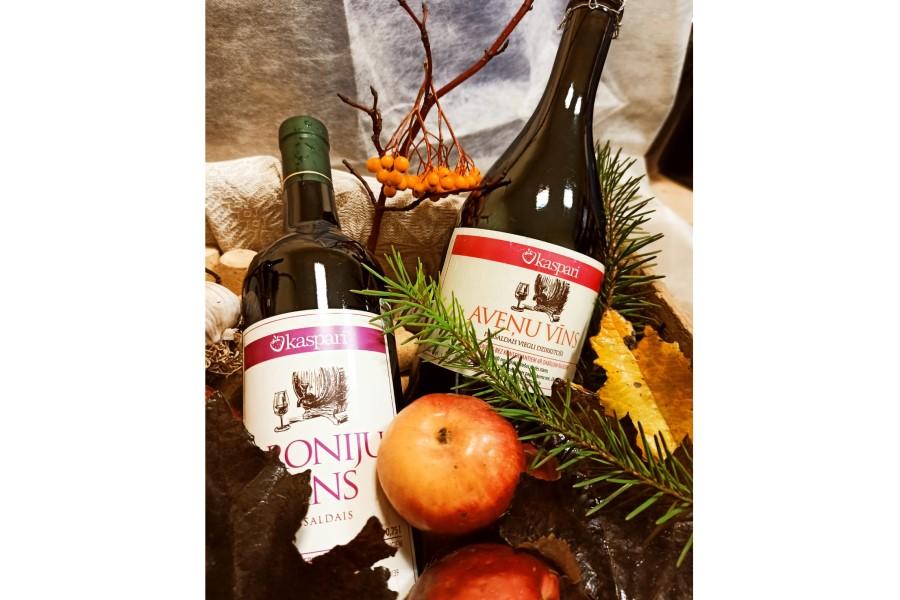 Aroniju pussaldais vīns - alk 12.5% 0,75l   Z/S Kaspari