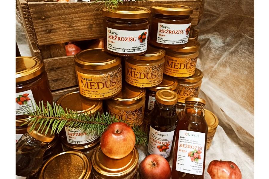 Zemnieku saimniecība Kaspari. Vasaras ziedu medus. Ievākts saimniecībā esošajā dravā.