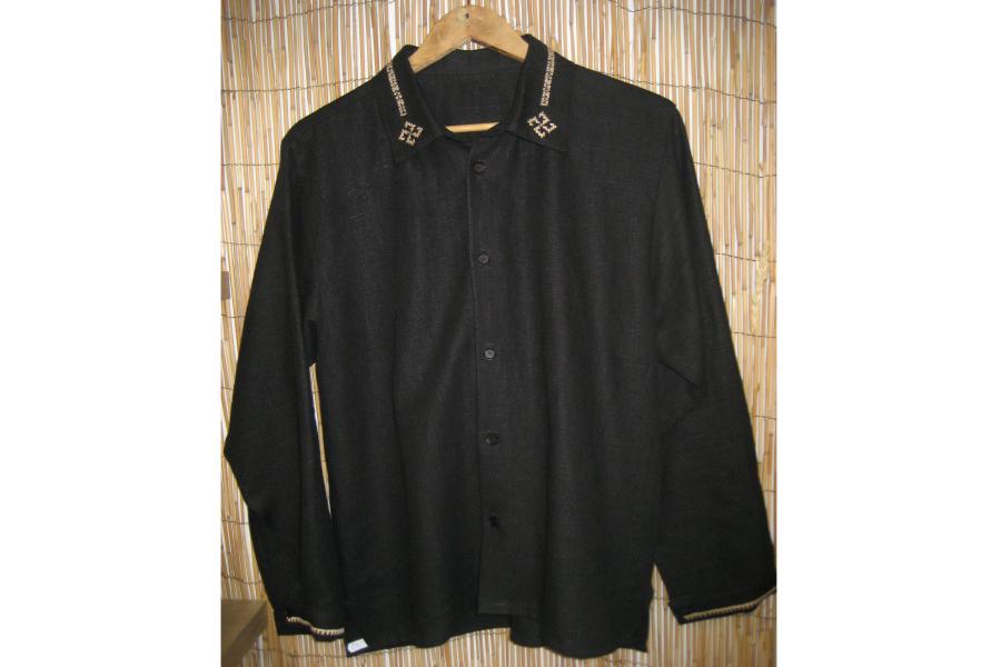 Krekls vīriešiem - linu, melns ar roku izšuvumu | NAOSs SIA