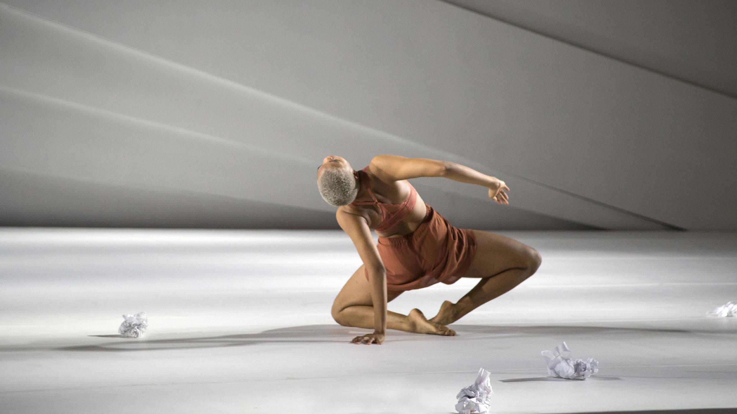 Shauna Davis dancing