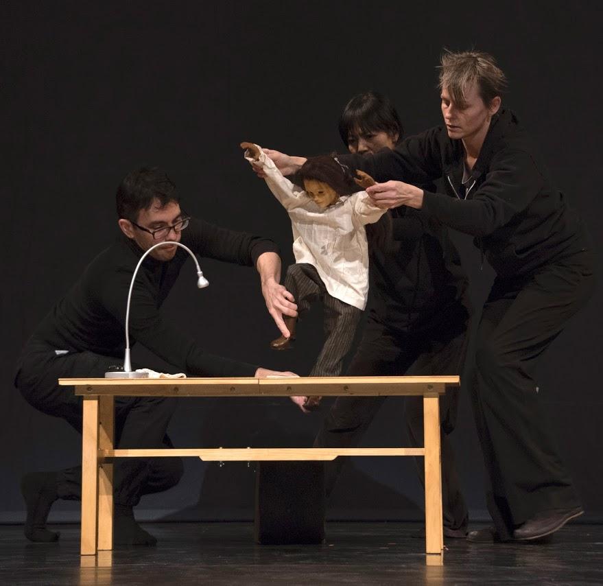 Tom Lee performing