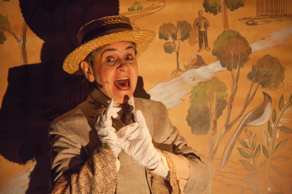 performer wearing a hat and gloves as part of La MaMa Umbria