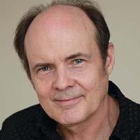 headshot of Jeffrey Cyphers Wright