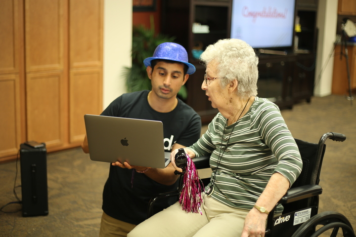 Televeda Staff  showing something on laptop with the Senior