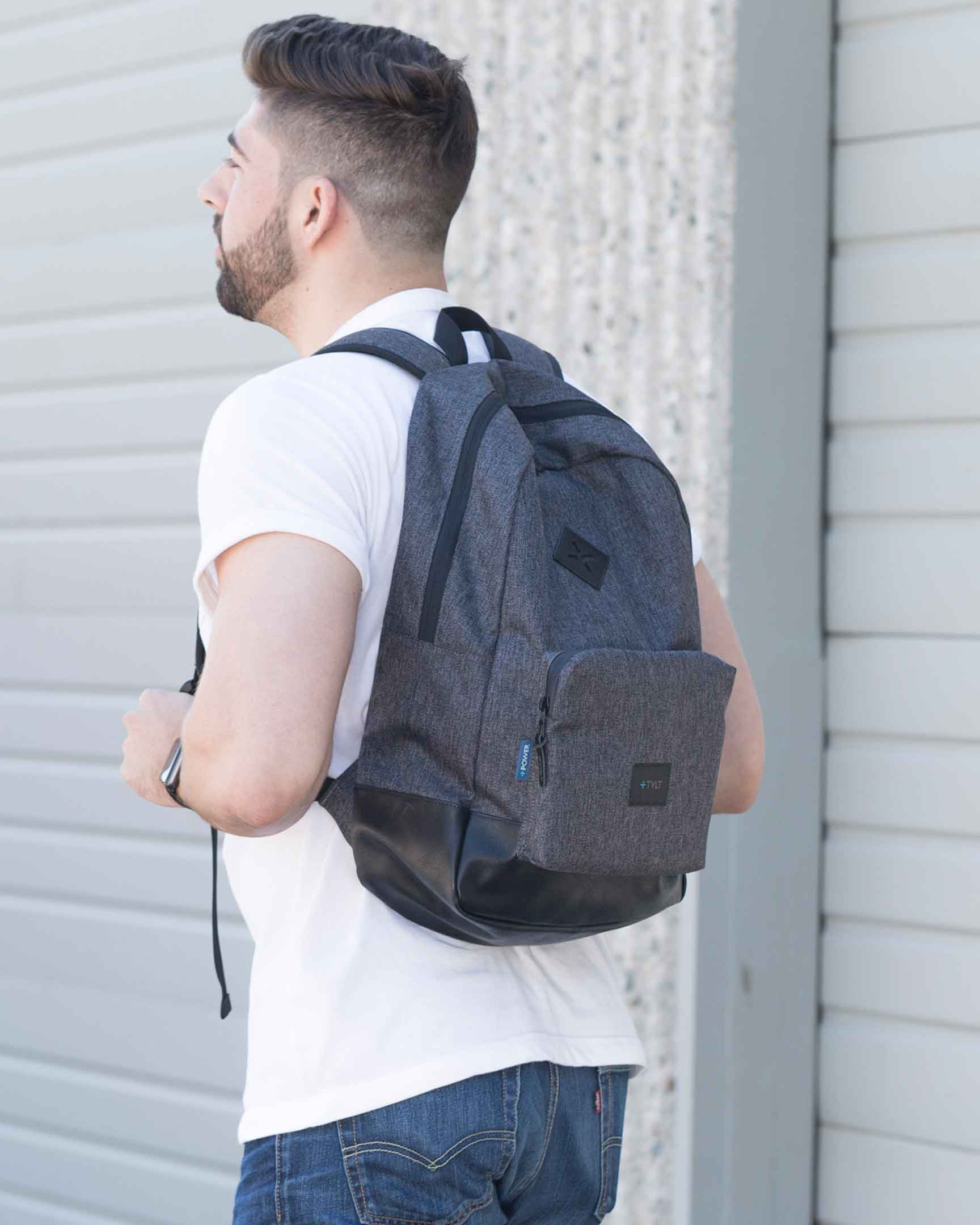 Man wearing the Active Power Bag
