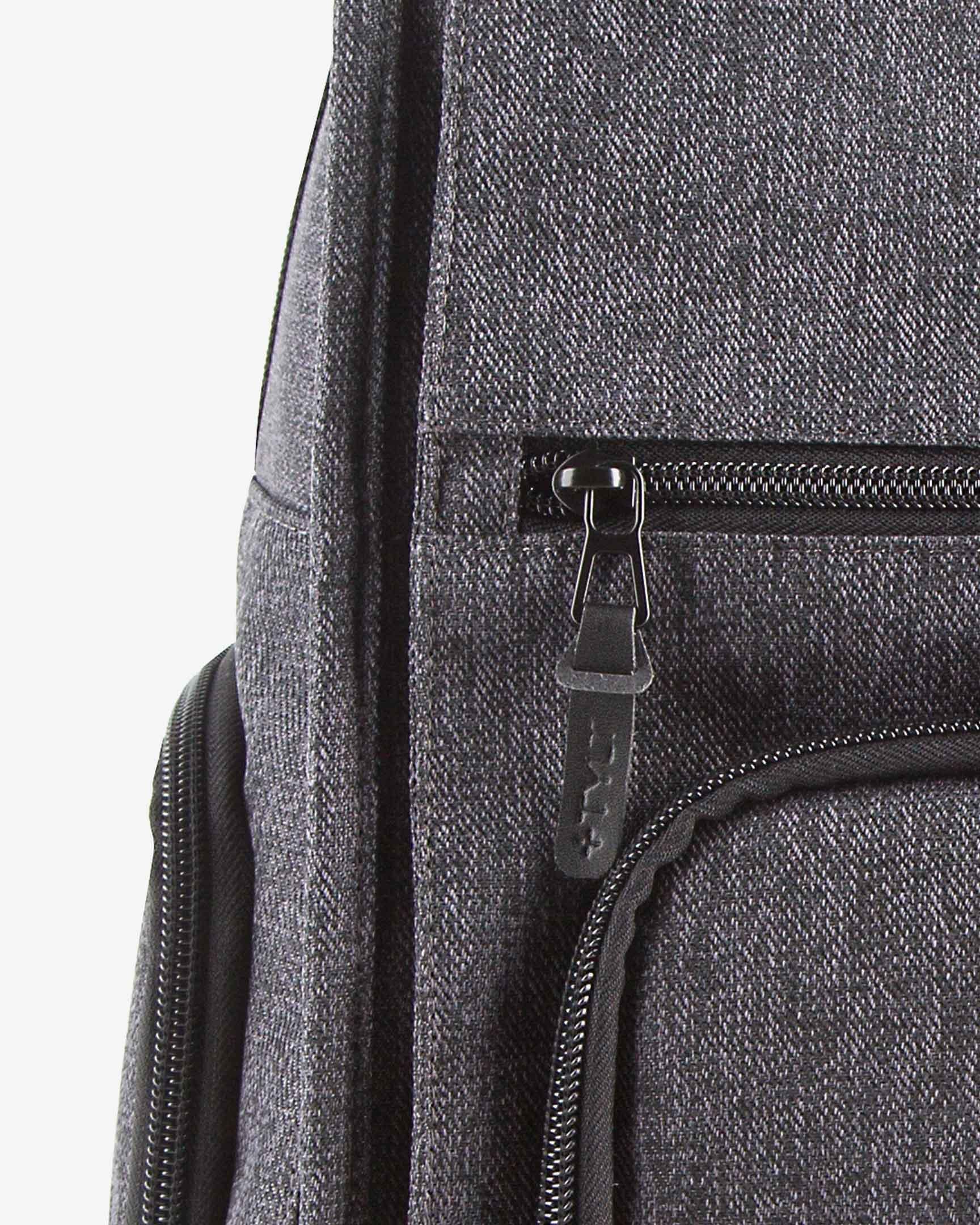 Tylt Traveler Power Bag detail