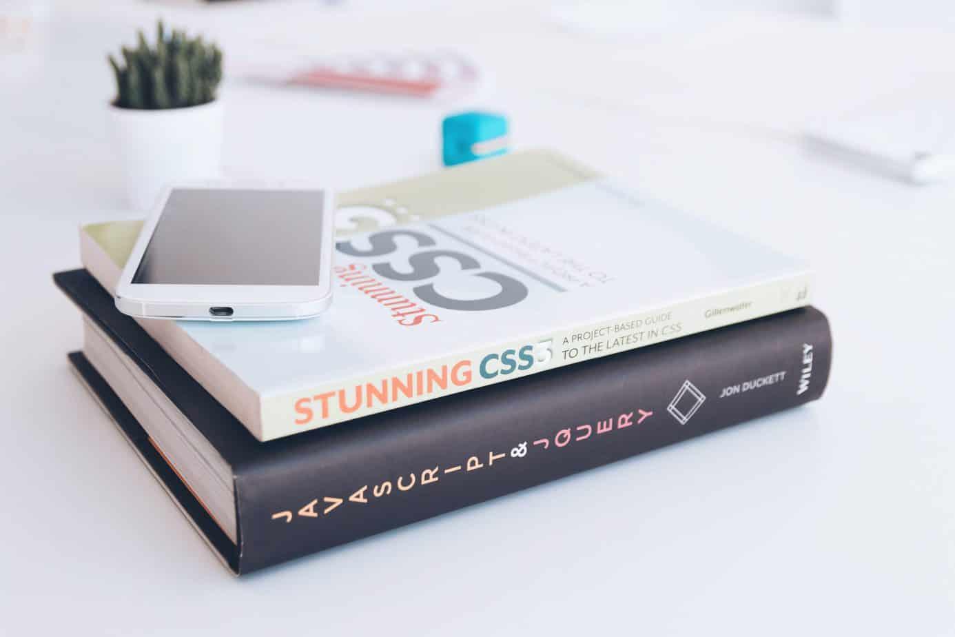 Libros sobre buenas prácticas en programación. Lenguaje de programación. | Clean code. Libros sobre buenas prácticas en programación | Professional JavaScript for Web Developers. Lenguaje de programación | The Pragmatic Programmer. Libros sobre buenas prácticas en programación