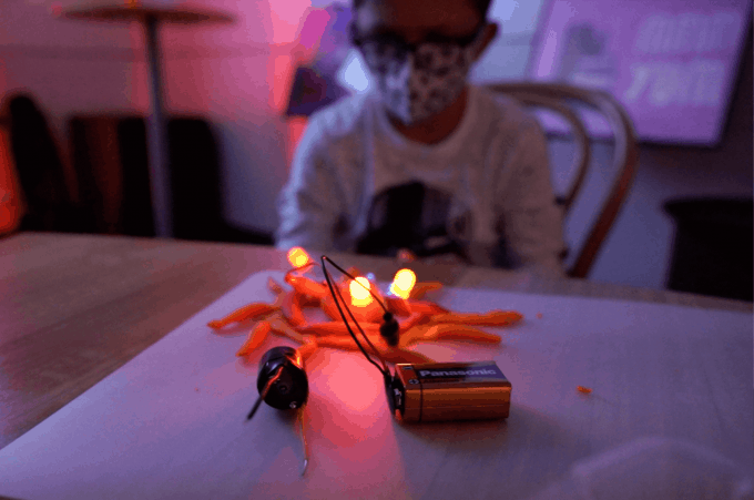 Taller 'Squishy circuits' en la FNAC de HACK A BOSS Kids