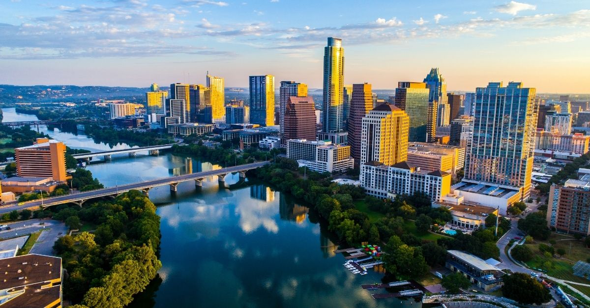 reasons to move to austin texas vibrant city life