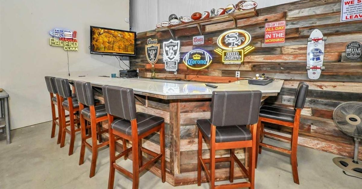 1751 Orchard Lane in Brentwood, California bar