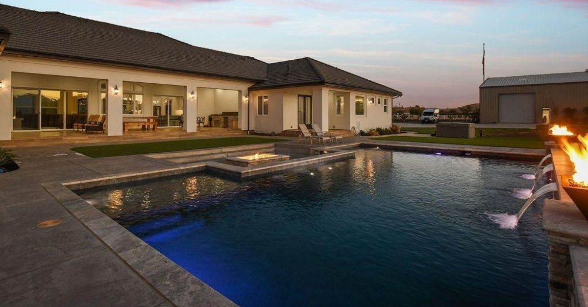 1751 Orchard Lane in Brentwood, California swimming pool
