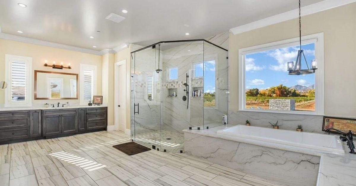 1751 Orchard Lane in Brentwood, California bathroom