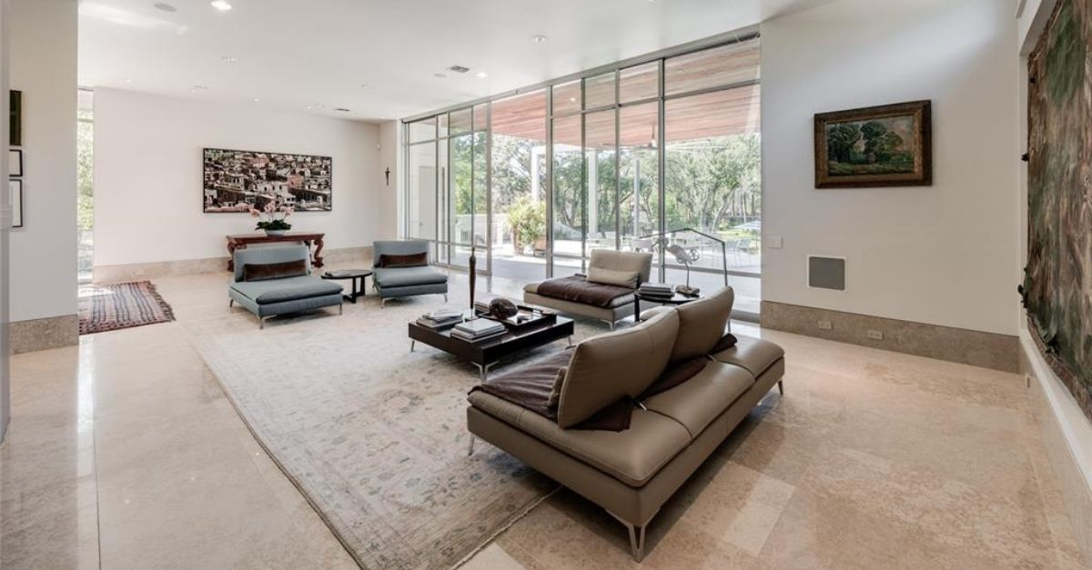 23 W Rivercrest Drive in Houston, Texas contemporary home for sale