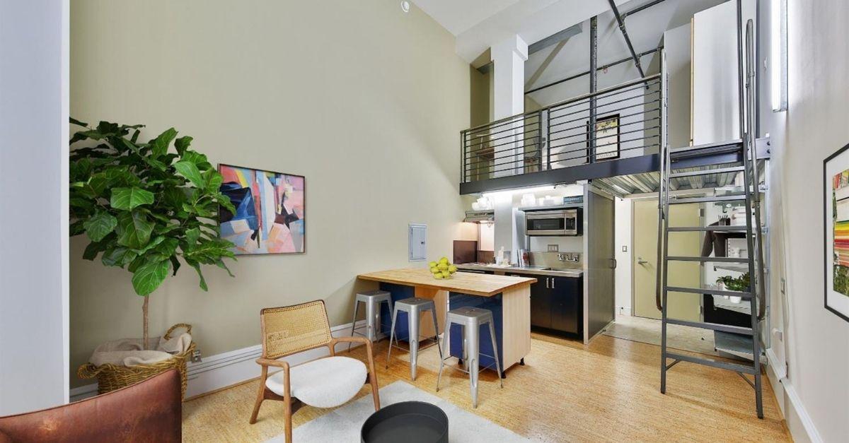 Loft style apartment wth kitchen under lofted bedroom