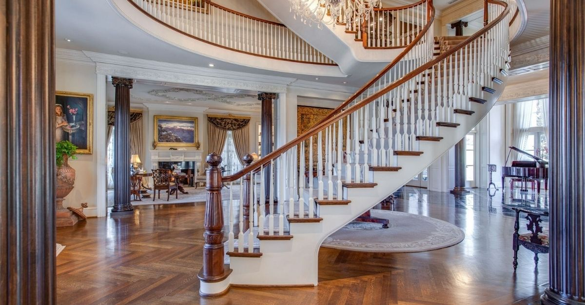 Grand, sweeping staircase at Belle Meade estate in nashville.
