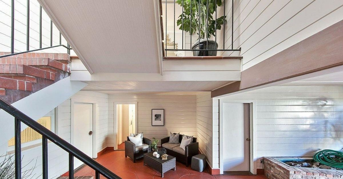 Patio area in 1047 Lombard Street with different levels and stairs