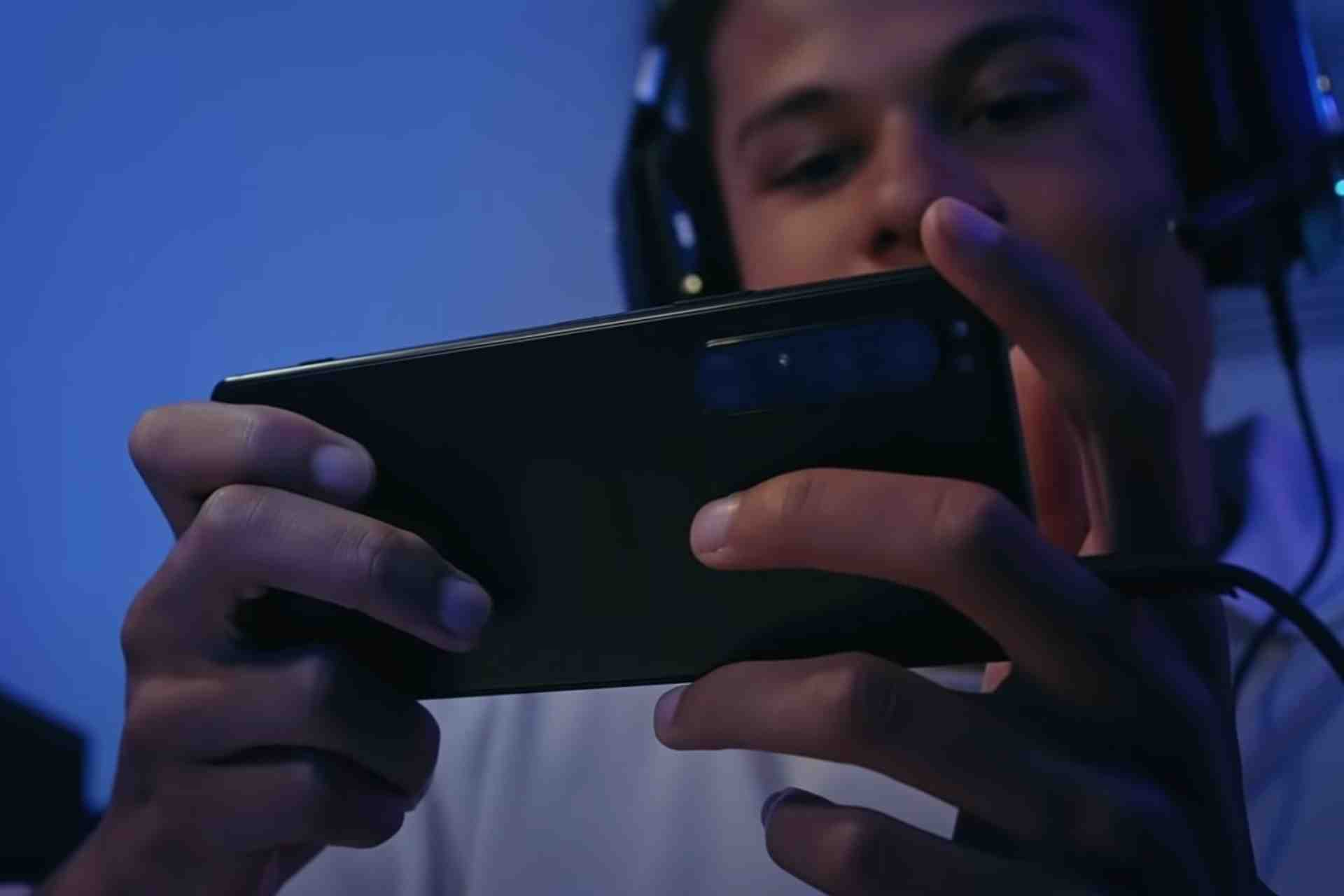 Sony Xperia 1 iii has a 4500 mAh battery, and gives a screen on time of 4-5 hours of video playback and around 4 hours of gaming time with a full charge.