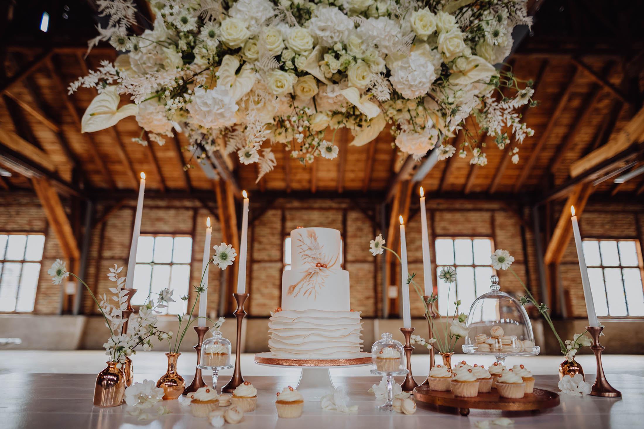 Hochzeit in Weiß im Sägewerk am Mondsee