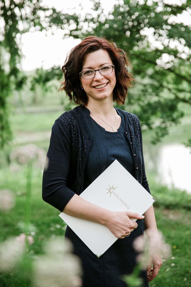 Traurednerin Claudia Adlaßnig