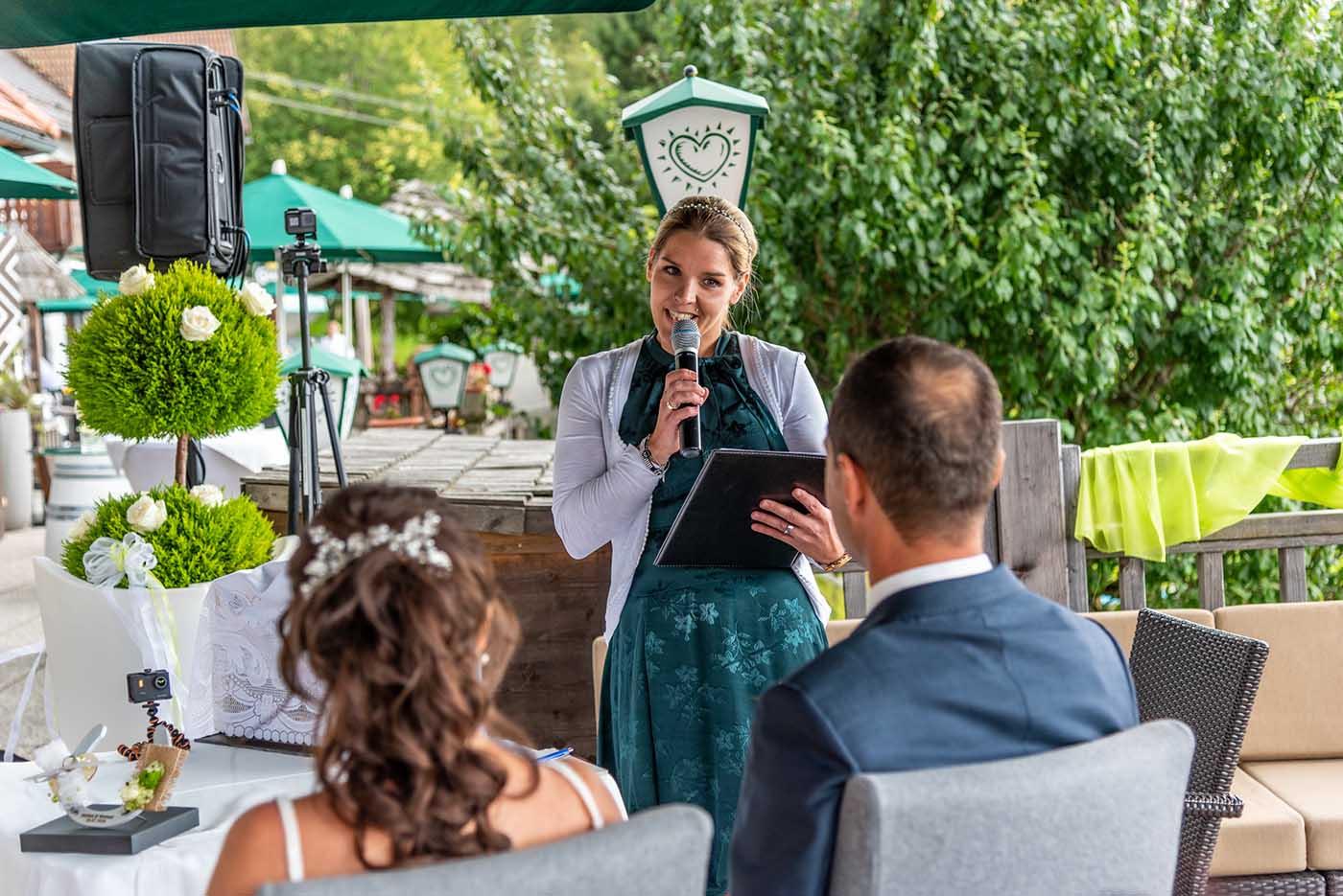 Herzensrederei: Hochzeitsrednerin Nicole Wagner