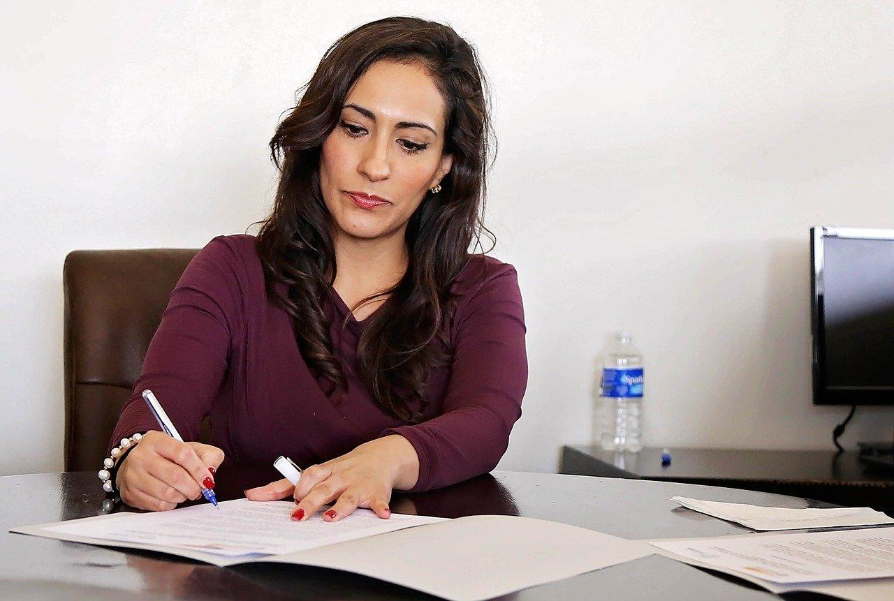 簽任何工作契約,請務必仔細瀏覽工作內容。
