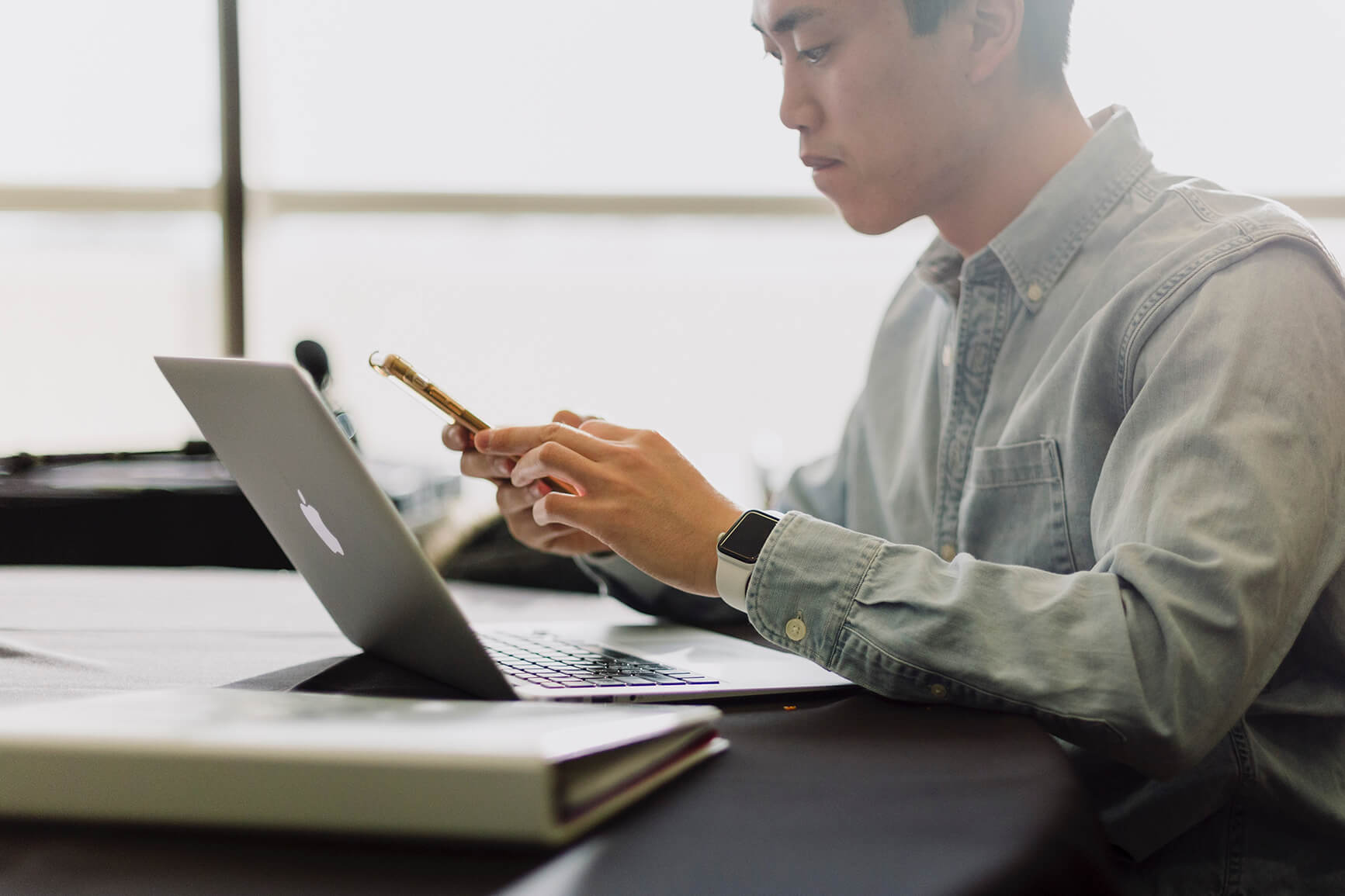 4 common hybrid working problems that desk booking can solve