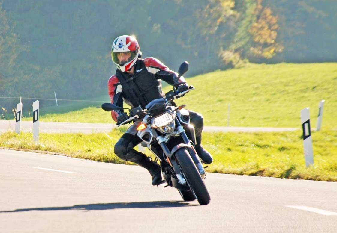 Quasi mille e moto media, test-drive con la nuova Aprilia Shiver 900
