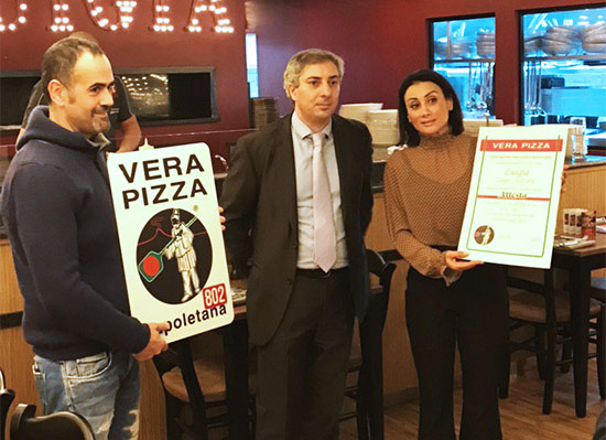 Ristorante Luigia riceve la targa per la vera pizza napoletana