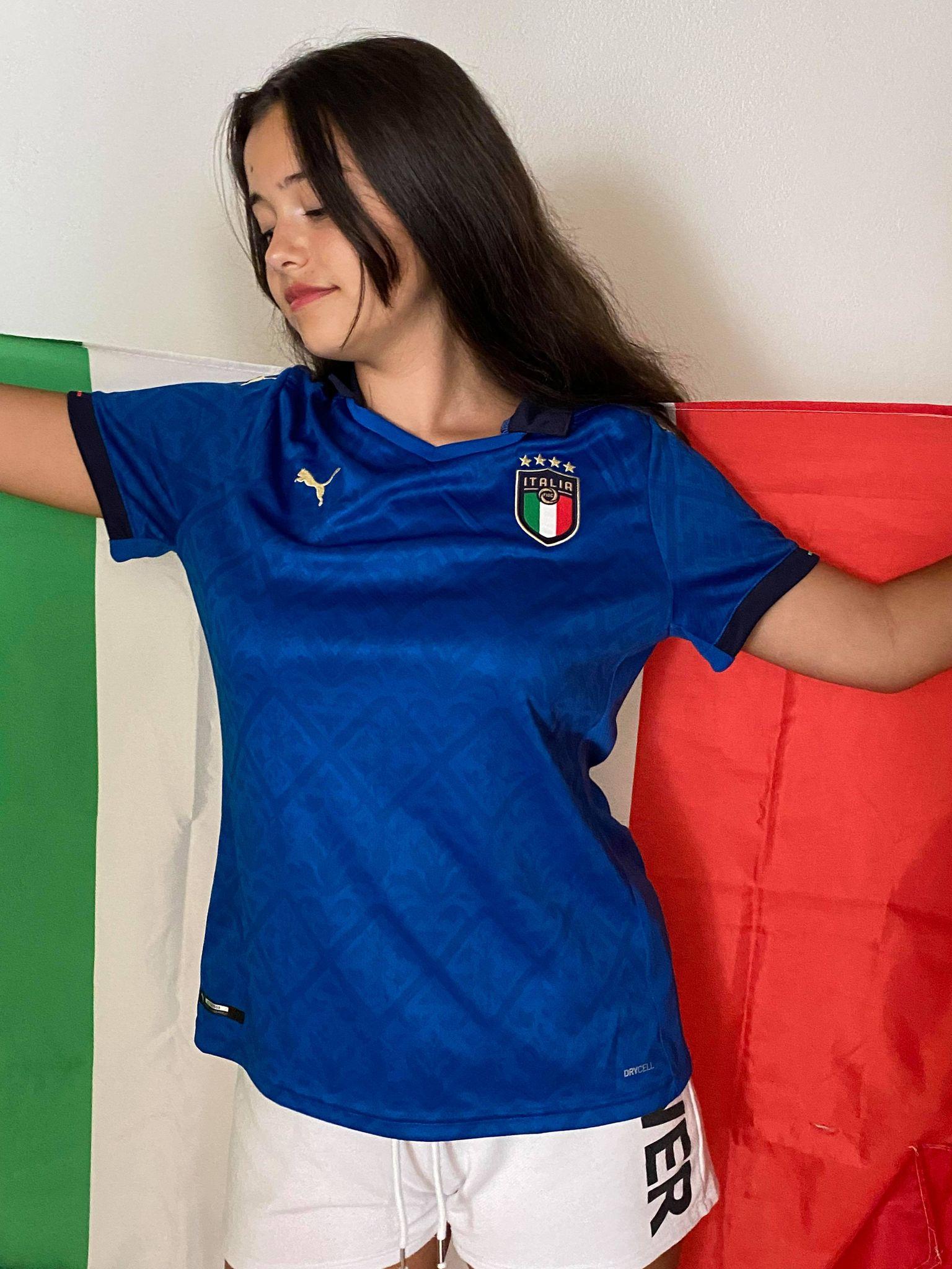 Giulia Vince la nuova maglia della Nazionale italiana di calcio Euro 2020