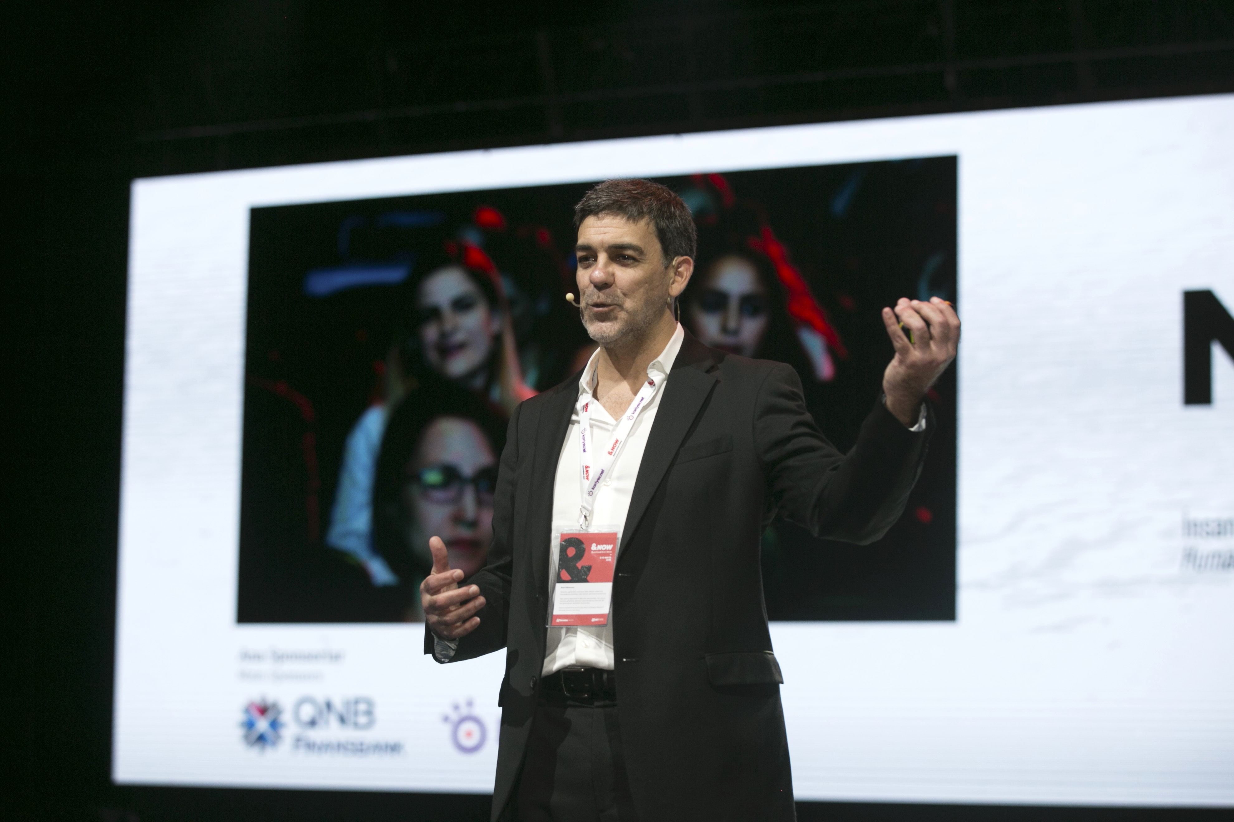 gustavo razzetti fearless culture ceo presenting at a conference