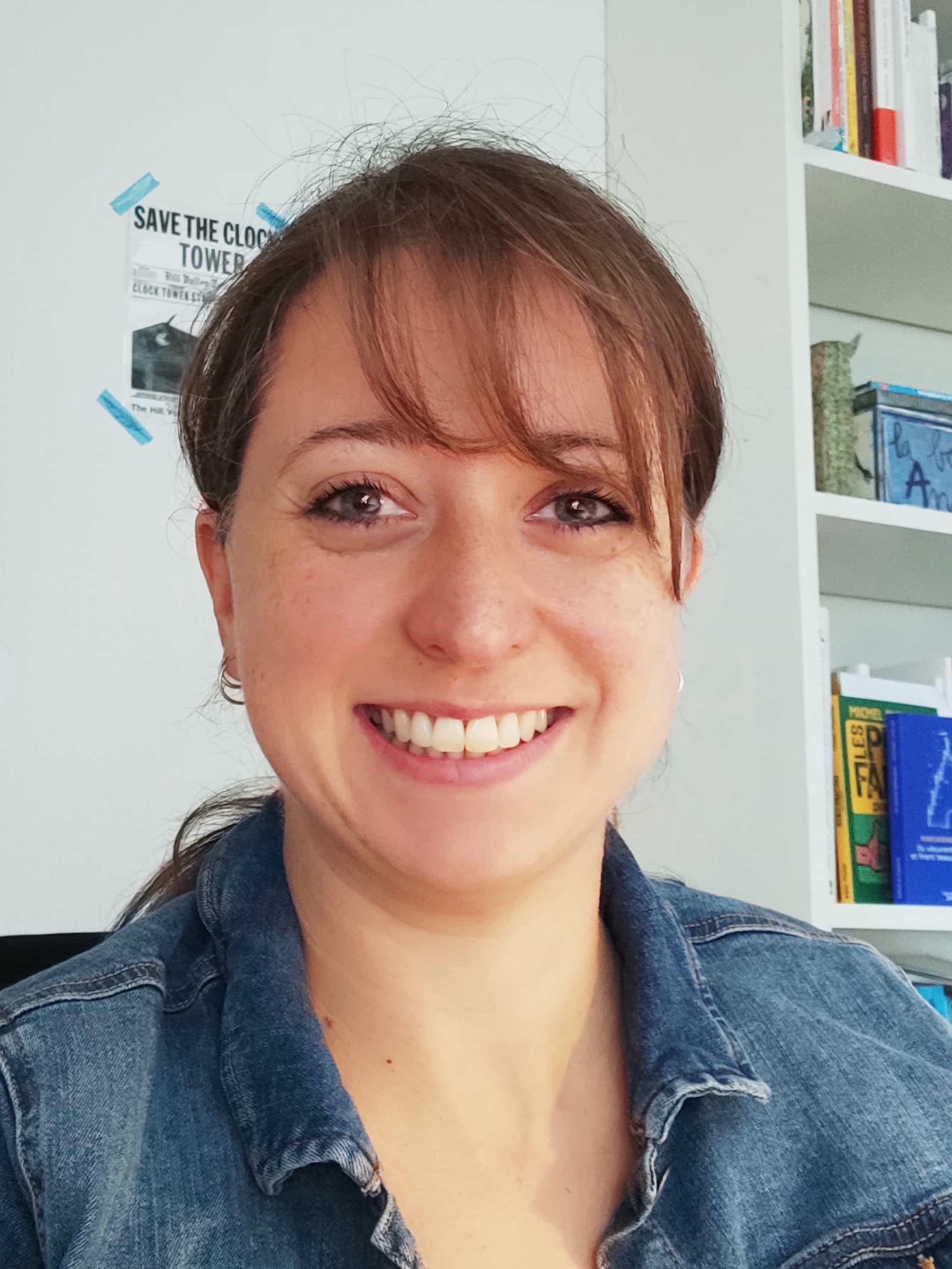 Je suis Maïka, formatrice en prise de parole en public, communication interpersonnelle et techniques de réseautage